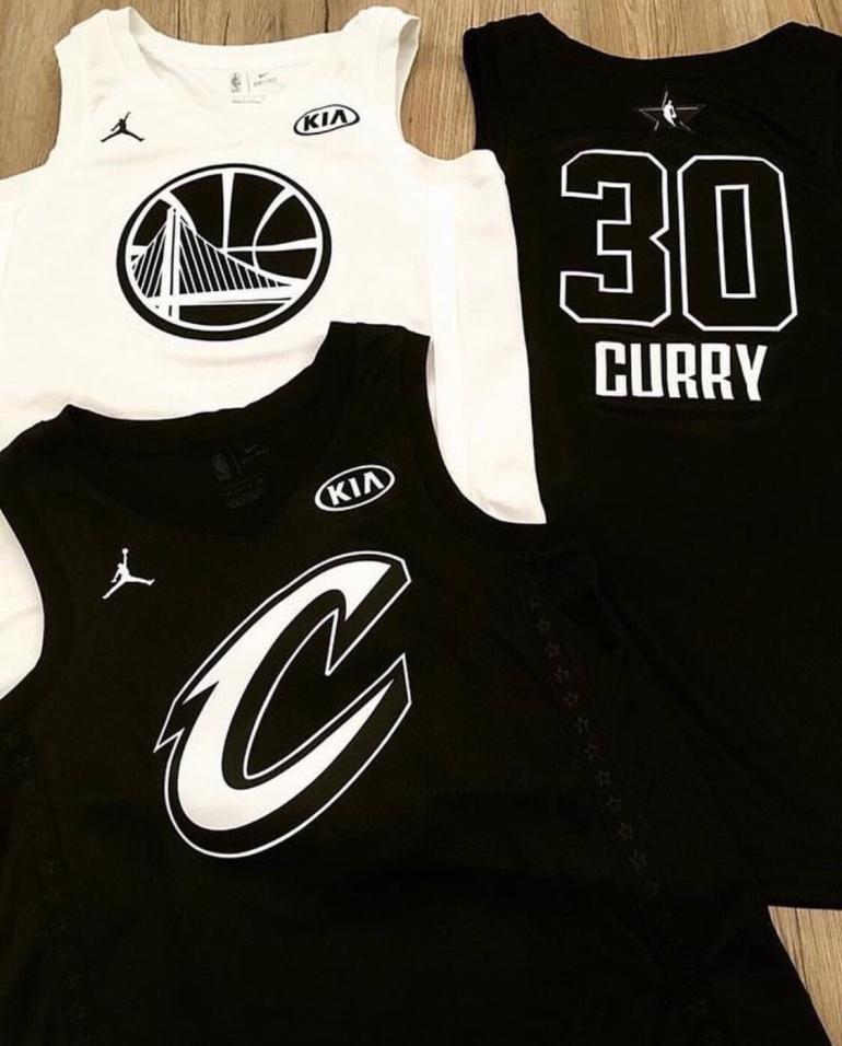 Las imágenes que se filtraron se ve cada uniforme con el logo de Jordan  Brand de colores blancos y negros b84c7e852
