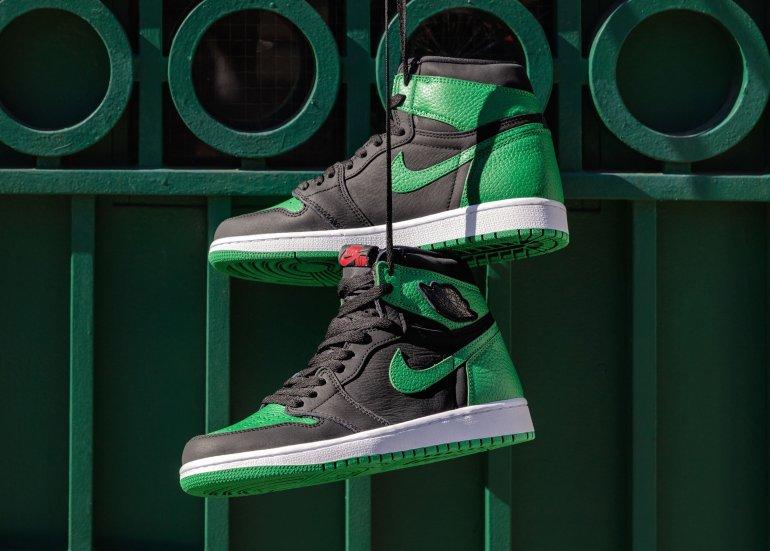 Air-Jordan-1-Retro-High-OG-Pine-Green-Gym-Red-10
